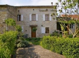 House Le gastou, Virac (рядом с городом Salles)