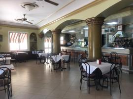 Hostal Bar San Pedro, Mairena del Alcor (рядом с городом Hacienda Ronquera)