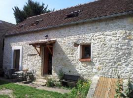 Maison en pierre à la campagne, La Neuville-sur-Essonne (рядом с городом Yèvre-la-Ville)