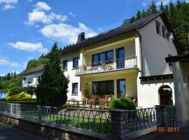 Ferienhaus Sarah, Wallenfels (Steinwiesen yakınında)