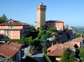 Hotel Castello di Santa Vittoria, Santa Vittoria d'Alba (Monticello d'Alba yakınında)