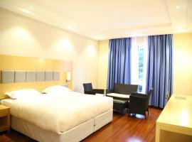 Three Steers Hotel, Meru