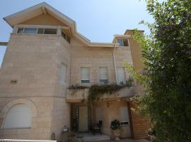 Gesharim (Magi's House), Mevasseret Zion (рядом с городом Ẕova)