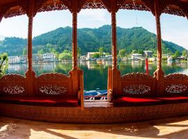 New Pride Of Kashmir Houseboat, Сринагар (рядом с городом Gagribal)