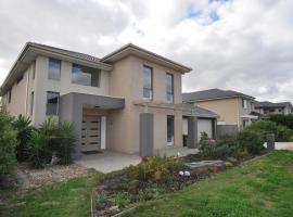 Cozy Melbourne Waterfront Villa, Point Cook