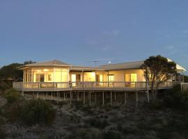 White Sands Holiday Retreat, Island Beach (Pelican Lagoon yakınında)