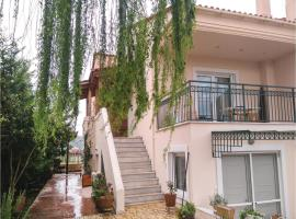 Six-Bedroom Holiday Home in Oropos, Oropós (рядом с городом Khalkoútsion)