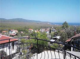 Three-Bedroom Holiday Home in Primorsko, Byala Voda (Mladezhko yakınında)