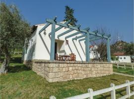 Three-Bedroom Holiday Home in Salto de Saucelle, Saucelle (Hinojosa de Duero yakınında)