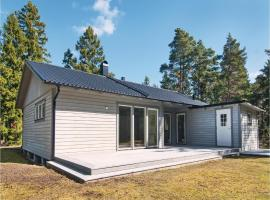 Four-Bedroom Holiday Home in Slite, Åminne