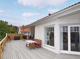 Holiday home Hamburgsund with Mountain View 358