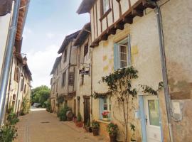 Holiday Home Saint Jean de Cole with a Fireplace 05, Saint-Martin-de-Fressengeas (рядом с городом Saint-Chavit)