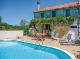 Holiday home St.Simon de Pellouaill with Outdoor Swimming Pool 376, Saint-Simon-de-Pellouaille (рядом с городом Thénac)