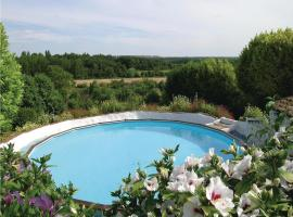 Six-Bedroom Holiday Home in Serigny, Савиньи-су-Фе (рядом с городом Monts-sur-Guesnes)