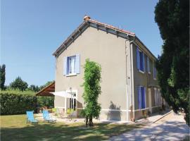 Three-Bedroom Holiday Home in Verquieres, Verquières