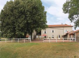 Three-Bedroom Holiday Home in Jassans Riottier, Jassans-Riottier (рядом с городом Misérieux)