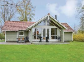 Four-Bedroom Holiday Home in Dronningmolle, Dronningmølle (Hulerød yakınında)