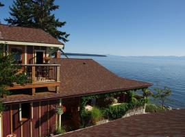 Blitz Beach House Oceanside Suite, Powell River