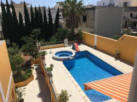 Central villa apartment with pool - free parking!, Lija