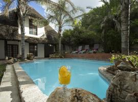 Out of Africa Guesthouse, Otjiwarongo (Near Waterberg Plateau Park)