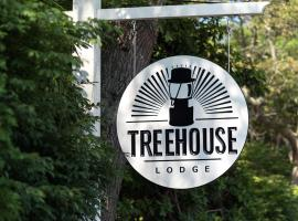 Treehouse Lodge