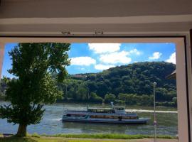 Haus am Ufer mit Rheinpanoramablick, Koblenz