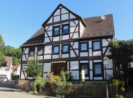 Pension Altes Pfarrhaus, Helmarshausen (Trendelburg yakınında)