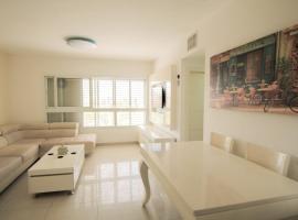Beautiful 4 bedroom duplex apt, Беэр-Шева (рядом с городом Ẕe'elim)