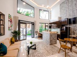 Christina's Saigon - The Transit House