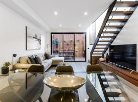 Boutique Stays - County Down, Contemporary Port Melbourne Home, Melbourne