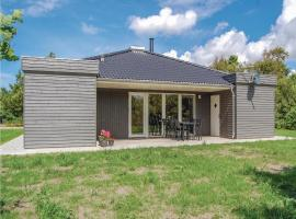 Three-Bedroom Holiday Home in Ulfborg, Ulfborg (Sønder Nissum yakınında)