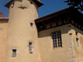 Manoir au sein du village, Saint-Haon-le-Châtel (рядом с городом Saint-Romain-la-Motte)