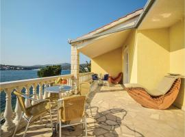 Five-Bedroom Holiday home Zatoglav with Sea View 06