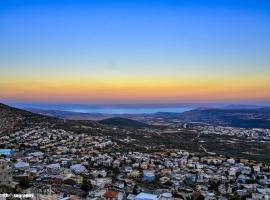 Emily's penthouse-view of Galilee&Golan mountains, Магар (рядом с городом Kibbutz Inbar)