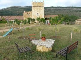 Hostal-Restaurante Rural Torre Montesanto, Villarluengo (Montoro de Mezquita yakınında)