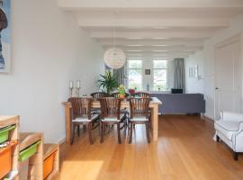 Ouderkerk Family Home (free parking)