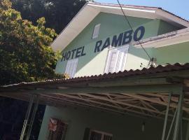 Hotel Rambo, Feliz (Bom Princípio yakınında)
