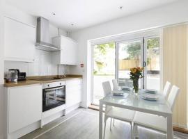 Modern Contemporary Garden Flat - 2 bedroom