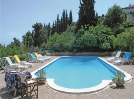 Five-Bedroom Holiday home with Sea View in Melissi Korinthos, Мелисси (рядом с городом Крионерион)