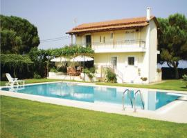 Five-Bedroom Holiday home with Sea View in Rogitika Achaia, Monodhéndrion