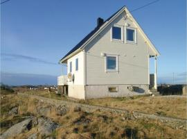 Three-Bedroom Holiday Home in Mausund, Sula