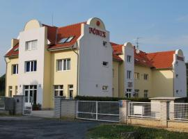 Főnix Hotel, Бюк
