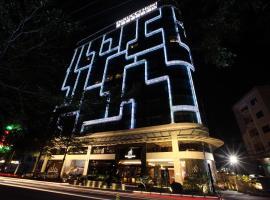 DeRUCCI HOTEL