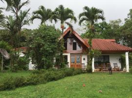 Chalet Nicholas Bed & Breakfast, Nuevo Arenal (Arenal yakınında)