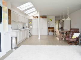 Summer House, Темс-Диттон (рядом с городом East Molesey)