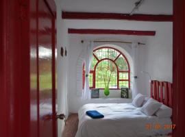 Tierra- Bed Breakfast and Garden, Tumbaco (Hacienda Chiche Obraje yakınında)