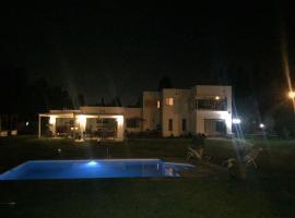 R&S House, Chicureo Abajo (Colina yakınında)
