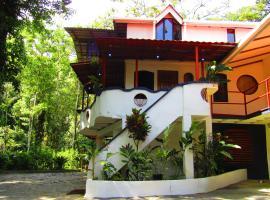 Agua Inn, Nuevo Arenal (Arenal yakınında)