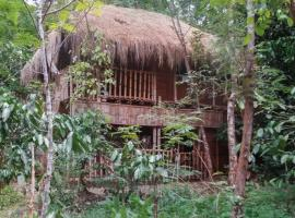 1-BR cottage in Wayanad, by GuestHouser 4002, Thirunelli (рядом с городом Irpu)