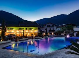 Schlosshof Charme Resort – Hotel & Camping